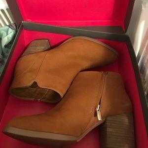 Vince Camuto ankle boots size 7.5, color Cognac